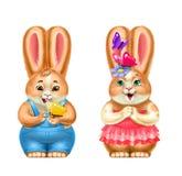 Deux lapins gris avec des fraises, dans des vêtements, d'isolement, sur le blanc Images stock