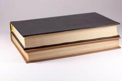 Deux livres sur un fond blanc Images libres de droits