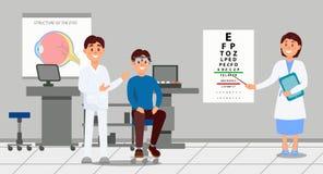 Deux médecins examinant le patient dans la clinique Travailleurs médicaux aidant le jeune homme sélectionnant le monocle pendant  Images stock