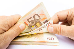 Deux mains comptant d'euro notes Image stock