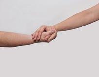 Deux mains dame âgée et jeune femme Photographie stock libre de droits