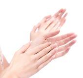 Deux mains de femme applaudissant, d'isolement sur le blanc Image stock