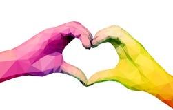 Deux mains polygonales polychromes se sont pliées sous forme de coeur dessus Photo stock