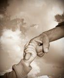Deux mains sur le ciel Photographie stock libre de droits