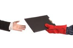 Deux mains tenant le dossier. Image stock