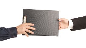 Deux mains tenant le dossier. Photographie stock libre de droits