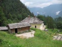 Deux maisons en montagnes Images stock