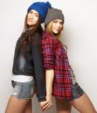 Deux meilleurs amis sexy élégants de filles de hippie Image libre de droits