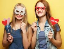 Deux meilleurs amis sexy élégants de filles de hippie prêts pour la partie Photo libre de droits