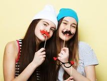 Deux meilleurs amis sexy élégants de filles de hippie prêts pour la partie Photos libres de droits