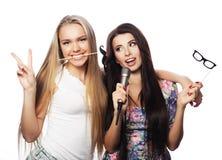 Deux meilleurs amis sexy élégants de filles prêts pour la partie Photo libre de droits