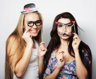 Deux meilleurs amis sexy élégants de filles prêts pour la partie Images stock