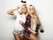 Deux meilleurs amis sexy élégants de filles prêts pour la partie Images libres de droits