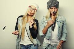 Deux meilleurs amis sexy élégants de filles prêts pour la partie Image stock