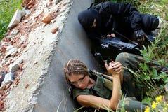 Deux militaires dans un uniforme Image libre de droits
