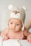 Deux mois de bébé dans le chapeau drôle Images libres de droits