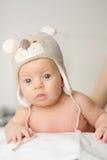 Deux mois de bébé dans le chapeau drôle Photo libre de droits