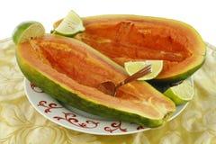 Deux moitiés de papaye Photographie stock