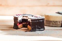 Deux morceaux de gâteau d'amour Image libre de droits