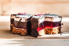 Deux morceaux de gâteau d'amour Photographie stock libre de droits