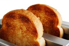 Deux morceaux de pain dans le grille-pain Images libres de droits