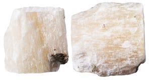Deux morceaux de pierre minérale de gypse (albâtre) images stock