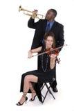 Deux musiciens ajustant vers le haut pour un concert 2 Image libre de droits