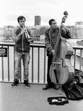 Deux musiciens de rue à Paris Photos stock