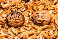 Deux noix heureuses photographie stock libre de droits