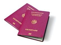 Deux nouveaux passeports biométriques allemands photos stock