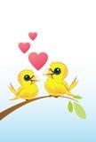 Deux oiseaux d'amour avec des coeurs Images libres de droits