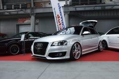 Deux ont accordé des voitures, Audi argenté S3 et Volkswagen Corrado noir Images libres de droits