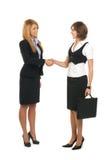 Deux ou trois jeunes femmes d'affaires Image libre de droits