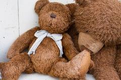 Deux ours de nounours bruns Image stock