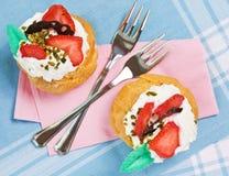 Deux pâtisseries avec de la crème Image stock