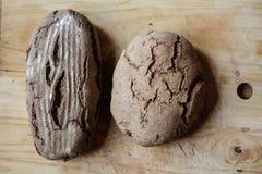 Deux pains de pain à bord Images stock