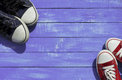 Deux paires d'espadrilles de sports Photo stock