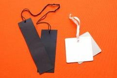 Deux paires de labels de comparaison, noires contre le blanc, concept pour photo stock