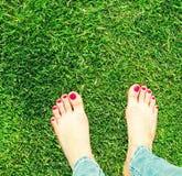 Deux paires de pieds nus Image libre de droits