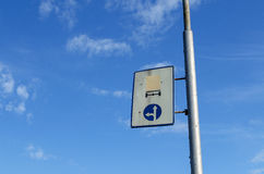 Deux panneaux routiers russes d'un vieux plat Photo stock