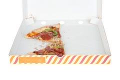 Deux parties de pizza moitié-mangée Image stock