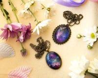 Deux pendants ovales Photos stock