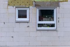 Deux petites fenêtres carrées différentes Images stock