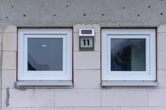 Deux petites fenêtres carrées identiques Images libres de droits