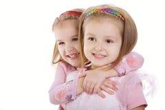 Deux petites filles - meilleurs amis sur le blanc Photo stock