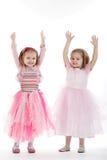 Deux petites filles - meilleurs amis sur le blanc Images stock