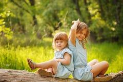 Deux petites soeurs famille Image stock