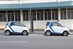 Deux petites voitures de location électroniques de Car2go image stock