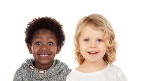 Deux petits enfants couvrant leurs bouches images libres de droits
