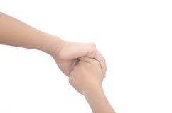 Deux petits enfants tenant des mains et tenant la marche de mains Je Photos libres de droits